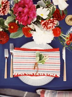 southern-wedding-red-white-blue tablescape
