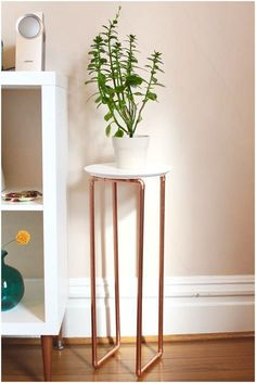 Leg Plant Stand DIY Copper Leg Plant Stand - The same leg technique could be used to make a longer rectangular stand too.DIY Copper Leg Plant Stand - The same leg technique could be used to make a longer rectangular stand too. Handmade Furniture, Handmade Home Decor, Diy Home Decor, Room Decor, Copper Furniture, Pipe Furniture, Furniture Design, Garden Furniture, Luxury Furniture