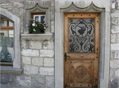 Ornate Door in Gruyéres, Switzerland.   Google Image Result for http://cache.virtualtourist.com/4/4650520-take_a_look_at_the_door_decoration_Gruyeres.jpg