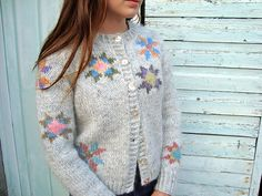 """Wondeful interpretation of thechild sweater from """"Icelandic color knitting: using Rose patterns"""" book! http://icelandicknitter.com/en/books/icelandic-knitting-using-rose-patterns/ Ravelry: Álafoss Lopi project gallery"""
