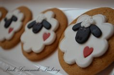Here are some gingerbread sheep cookies I made for my children's Easter baskets. Decorated using fondant and royal icing - Sharon x Honey Cookies, Cut Out Cookies, Fun Cookies, Sugar Cookies, Cookies Et Biscuits, Decorated Cookies, Galletas Cookies, Easter Cookies, Cookie Frosting