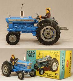 Corgi 67 Ford Tractor with farmer driver figure