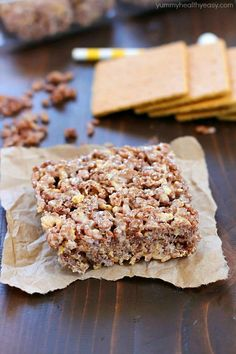 Take those boring rice krispies treats to a whole new level and make them into S'mores Rice Krispies Treats! With marshmallow, graham crackers and Cocoa Krispies, these S'mores Rice Krispies Treats are the BOMB! Desserts To Make, No Bake Desserts, Delicious Desserts, Dessert Recipes, Yummy Food, Yummy Recipes, Homemade Rice Krispies, Rice Krispie Treats, Cocoa Krispies