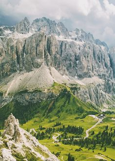 Passo Gardena >> Gardena Pass is a high mountain pass in the Dolomites of the South Tyrol in northeast Italy. At an elevation of 2,136 m above sea level, the pass connects Sëlva in the Val Gardena on the west side with Corvara in the Val Badia. Wikipedia.