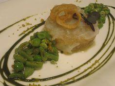 ravioli de bacalao y cebolla menestra verde y pistacho de El Chalet Restaurante