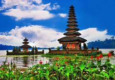 Ulun Danu Bratan Temple : Bali, Indonesia