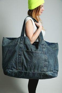 Denim Craft DIY Trend Council Discover women's handbags and bags with ASOS. Trend Council, Denim Tote Bags, Denim Purse, Diy Jeans, Artisanats Denim, Jean Diy, Diy Trend, Diy Sac, Diy Mode