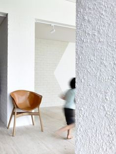 Image 7 of 10 from gallery of Westgarth House / Kennedy Nolan Architects. Photograph by Derek Swalwell Beautiful Architecture, Interior Architecture, Brick Painted White, Brick Rendering, Kennedy Nolan, Melbourne, Architectural Features, Stone Flooring, Interior Design Studio