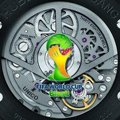 Hublot Loves Football  La campaña de la casa suiza contó con estrellas del fútbol y del espectáculo.  Para el diseño de la pelota convocaron al artista brasileño Romero Brito.