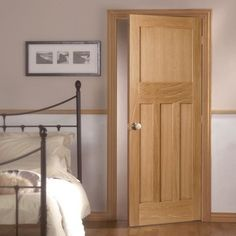 The DX Oak Panel Door, 1930'S STYLE is a 4 panel oak door manufactured without mouldings to give a clean edge between the stile and panel in the traditional style of shaker doors. #1930door #vintagestyledoor #internaldoor