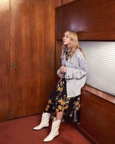 Actress Chloe Sevigny wears Gucci Jacket, Magda Butrym dress and Isabel Marant boots White Cowboy Boots, Cowboy Boot Outfits, Dress Cowboy Boots, Botas Western, Western Wear, Western Boots, Country Boots, Western Style, Chloe Sevigny Style