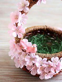 Adorable Pink Easter Basket - 10 Egg-straordinary DIY Easter Baskets to Have a Joyous Holiday Time Wedding Gift Baskets, Wedding Gifts, Craft Stick Crafts, Diy And Crafts, Flower Garland Wedding, Decoration Evenementielle, Decorated Gift Bags, Easter Egg Designs, Flower Girl Basket