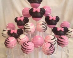 24 Minnie Mouse había inspirado pastel surtido pop, Minnie rojo o rosa Minnie Mouse.