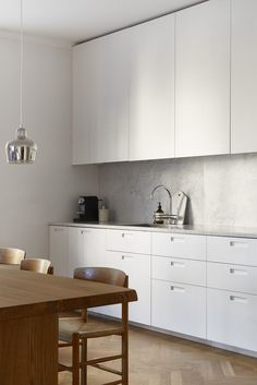 Selected Interiors 2015 Rörstrandsgatan Stockholm kitchen marble wood white aesop Fantastic FrankKitchen (disambiguation) A kitchen is a room used for the preparation of food. Kitchen may also refer to: Interior Modern, Home Interior, Interior Design Kitchen, Kitchen Designs, Classic Kitchen, Minimal Kitchen, Kitchen Styling, Minimalist Home, Cheap Home Decor