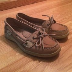 Sperry Top Sider, 6.5M Sperry Top Sider, size 6.5M, like new, only worn once or twice. No trades. I only ship on Mondays and Fridays. Sperry Top-Sider Shoes Flats & Loafers