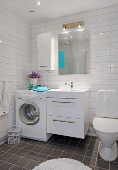 laundry in bathroom http://3.bp.blogspot.com/_FNnTsQa73wU/TFu7jjiLMAI/AAAAAAAAARc/gTnZnyIcpFA/s1600/small%2Bspace.jpg
