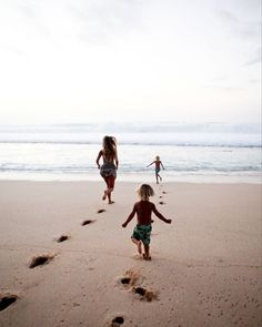 Pin by sheridan on family beach kids, beach family photos, f Sibling Beach Pictures, Family Beach Pictures, Kids Beach Photos, Vacation Pictures, Baby Photos, Beach Photography, Lifestyle Photography, Family Photography, Running On The Beach