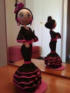Fofucha flamenca Foam Crafts, Arts And Crafts, Paper Crafts, Cute Crafts, Diy Crafts, Biscuit, Fondant Figures Tutorial, Baking Party, Foam Sheets