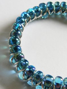 Beaded bracelet - La Belle Helene    Tutorial by http://www.thegossipinggoddess.blogspot.co.uk/p/tutorials.html
