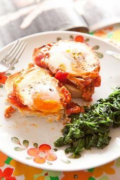 Photo-copy: Belachelijk lekkere eitjes in tomatensaus.