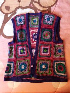 Lovely vest with cool vintage looking perfect to wear with a cute winter blouse ♡♡♡♡♡♡♡♡♡♡♡♡♡♡ Crochet Hooks, Free Crochet, Crochet Baby, Knit Crochet, Granny Square Sweater, Granny Square Crochet Pattern, Crochet Waistcoat, Crochet Jacket, Hippie Crochet