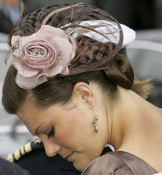 Crown Princess Victoria of Sweden - another way of wearing the hat. doesn't look good this either. Real Princess, Princess Estelle, Prince And Princess, Princess Victoria Of Sweden, Crown Princess Victoria, Royal Life, Royal House, Royals Today, Fascinator Hats