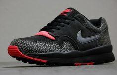 Nike Air Safari   Cool Grey & Solar Red