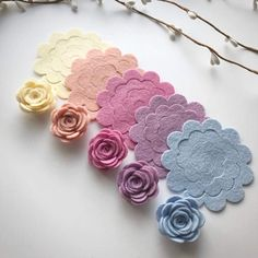 Chalky Medium scallop rose packsYou will receive 10 medium scallop roses in two of each colour pictured.You also have the option of adding 10 leafs to you pack. Paper Flowers Diy, Felt Flowers, Handmade Flowers, Flower Crafts, Fabric Flowers, Felt Crafts Diy, Felt Diy, Paper Crafts, Diy Hair Bows