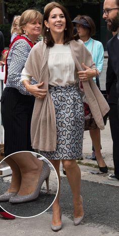 http://www.billedbladet.dk/kongelige/danmark/se-billederne-kronprinsesse-marys-flotte-sko