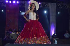 http://www.vistazo.com/seccion/gente/el-vestido-de-chola-cuencana-es-el-mejor-traje-típico-del-miss-ecuador