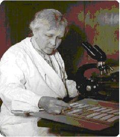 PAULA HERTWIG (1889-1983)Paula Hertwig nació en Berlín el 11 de octubre de 1889, hija de Marie Gesenius y Oskar Hertwig. Doctora en zoología por la universidad de Berlín en 1916, fue profesora universitaria e investigadora del Institut für Vererbungsforschung (instituto de investigaciones sobre la herencia) de Berlín. Fue pionera en la utilización de rayos X para los estudios de genética, y la primera en señalar los peligros que entrañan estas radiaciones.