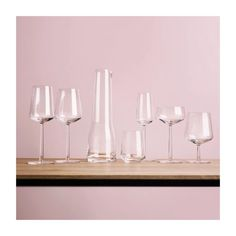 Essence red wine glass designed by Alfredo Häberli from Iittala has won many design prizes and is one of Iittala's most popular modern design classics. Kelly Wearstler, Carafe, Decanter, Flute Champagne, Champagne Glasses, Wine Glass Designs, White Wine Glasses, Wine Glass Set, Design Awards