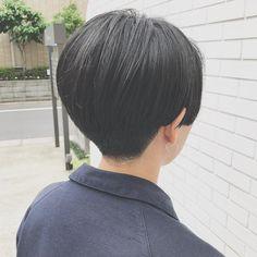 刈り上げハンサムショート . . カッコいいショートスタイルが好き! . . 骨格に合わせてしっかりと丸みを出してカットしております . 綺麗にみえるラインってそれぞれちがうから難しいけど、それが面白い⭕️ . . ハンサムショート、まだまだ人気です . . #hairici #fēnhairici #fenhairici #hair#ハンサムショート#刈り上げ女子 #黒髪#黒髪ショート#前下がりショート#中目黒#中目黒美容室