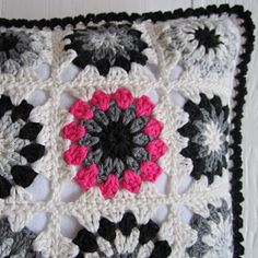 Love the color contrast! Color 'n Cream: Tutorial Flower Square V