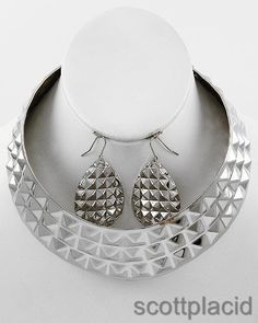 """CHUNKY SILVER TONE METAL NECKLACE SET     * If you need a necklace extender I have them for sale in my store.*        NECKLACE: 15 3/4"""" LONG + EXT    DROP: 1 5/8"""" L               HOOK EARRINGS: 2"""" LONG                     COLOR: SILVER TONE  $21.99"""