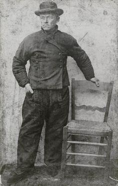 Visser in streekdracht uit Spakenburg, ca 1860 #Utrecht #Spakenburg