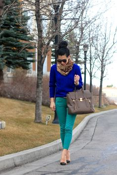 Love the cobalt sweater Teal Pants Outfit, Teal Outfits, Fall Winter Outfits, Autumn Winter Fashion, Looks Style, Style Me, Look Fashion, Womens Fashion, Fashion Suits