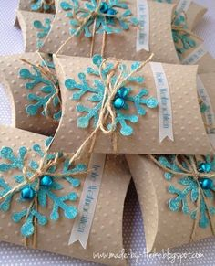 Gift box, pillow box, Pillowbox snowflake ice blue, jungle bells, Christmas Gift Ideas Using A Single Mold- PILLOW BOXES Christmas Favors, Christmas Gift Wrapping, Christmas Tag, Christmas Crafts, Christmas Wedding, Box Noel, Pillow Box, Xmas Cards, Gift Packaging