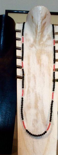 Sautoir d'Onyx et perles de Corail.