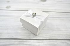 Fehér, domború virágos dobozka - Tökéletes esküvői meghívók Wedding Rings, Engagement Rings, Jewelry, Enagement Rings, Jewlery, Jewerly, Schmuck, Jewels, Jewelery