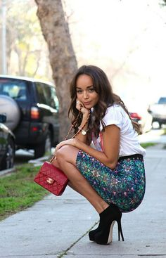 Ashley Madekwe holding a Chanel Mini Flap, i admire her so much she is so adorable. her fashion sense is impeccable.