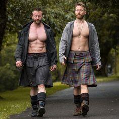 Men in Kilts Scottish Man, Scottish Kilts, Fashion Mode, Mens Fashion, Scotland Kilt, Glasgow Scotland, Men In Kilts, Hommes Sexy, Muscle Men