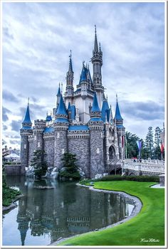 As is the case with most Disney theme parks, Cinderella's Castle is the signature building of Tokyo Disneyland