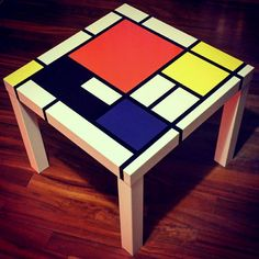So you like Mondrian? Here are a few more IKEA hacks inspired by his art form. An IKEA LACK side table, using the Mondrian style grids, a media unit, chair. Mondrian Kunst, Piet Mondrian, Mondrian Dress, Ikea Living Room, Living Room Shelves, Dining Room, Funky Painted Furniture, Diy Furniture, Furniture Vintage