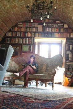 emiliahn: My lovely friend's temporary home in Italy. Oh to be this lucky :) #reading #library
