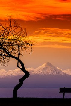 enantiodromija: Volcán al atardecer, Chile by Francisco Negroni