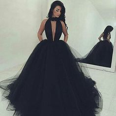 Conto de fadas... Inspiração vestido preto. #weddingdress #vestidodecotado #vestido #sky #debutante  #aniversariante  #dress #black #blackdress #vestidopreto #casamento #debutante #inspiraçao #marriage #wedding #weddingwedding #bride  #weddingparty #party #luxo #inspiraçaoparadebutante #contodefadas #bodas #inspiraçaoparavestido#vestidodeprincesa #princess #bella  #vestidodegala http://butimag.com/ipost/1491554185828411102/?code=BSzEKEhjKbe