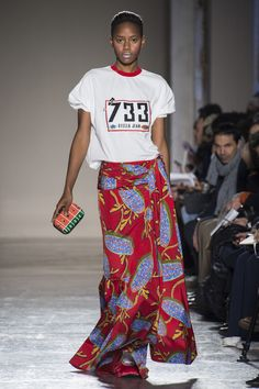 Love the casual fun outfit Stella Jean catwalk show fall-winter Ready-to-wear - Madame Figaro Autumn Fashion 2018, Fashion Week, Fashion Show, Fashion Trends, Fashion 2017, Stella Jean, African Inspired Fashion, Africa Fashion, Quirky Fashion