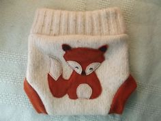 The cutest wool diaper cover. Couches, Diy Diapers, Crafty Fox, Cloth Nappies, Diaper Covers, My Baby Girl, Baby Sewing, Baby Boy Outfits, Baby Knitting