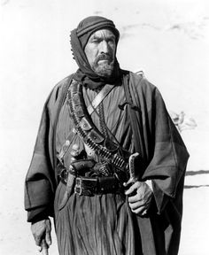 Auda abu Tayi - Anthony Quinn in Lawrence of Arabia Old Hollywood Stars, Golden Age Of Hollywood, American Actors, American History, Zorba The Greek, Harem Girl, Arab Celebrities, Lawrence Of Arabia, Anthony Quinn